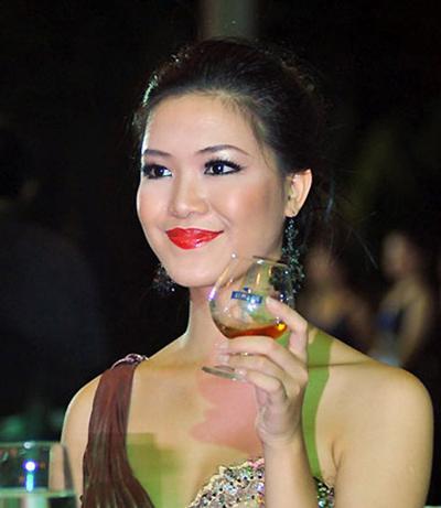 """Không chỉ Dương Về nhà đi con"""" mà Hòa Minzy, Phạm Hương cũng bị makeup làm già đi chục tuổi-10"""