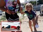 Bắt gặp bé trai 4 tuổi đi lang thang trên đường, cảnh sát hỏi ra mới biết câu chuyện đằng sau đáng khen về đứa trẻ-4