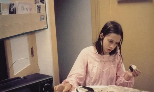 Bé gái bị bố bắt nhốt 13 năm: Biến thành người rừng bởi tổn thương thể xác lẫn tinh thần, cả đời không thể hòa nhập với xã hội-2