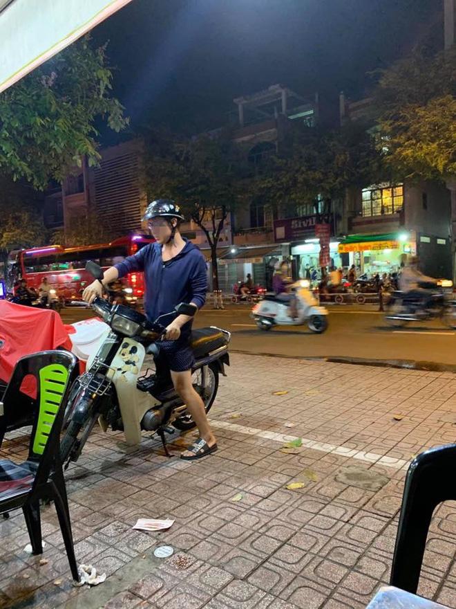 Thanh niên một mình đi ăn hủ tiếu, gặp cụ già bán vé số và hành động ấm lòng ngay sau đó-2