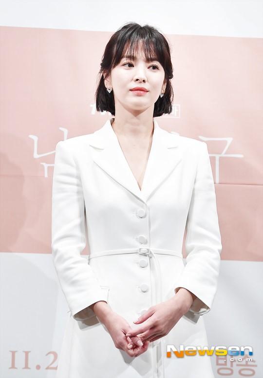 Bạn bè tiết lộ lí do Song Hye Kyo không đeo nhẫn cưới: Cô ấy sụt 5kg, khóc lóc tâm sự về khó khăn hôn nhân-1