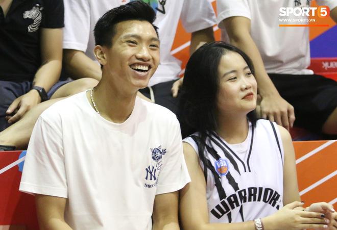 Quang Hải tình cảm với người yêu, Văn Hậu trổ tài chơi bóng rổ đầy ngẫu hứng-5