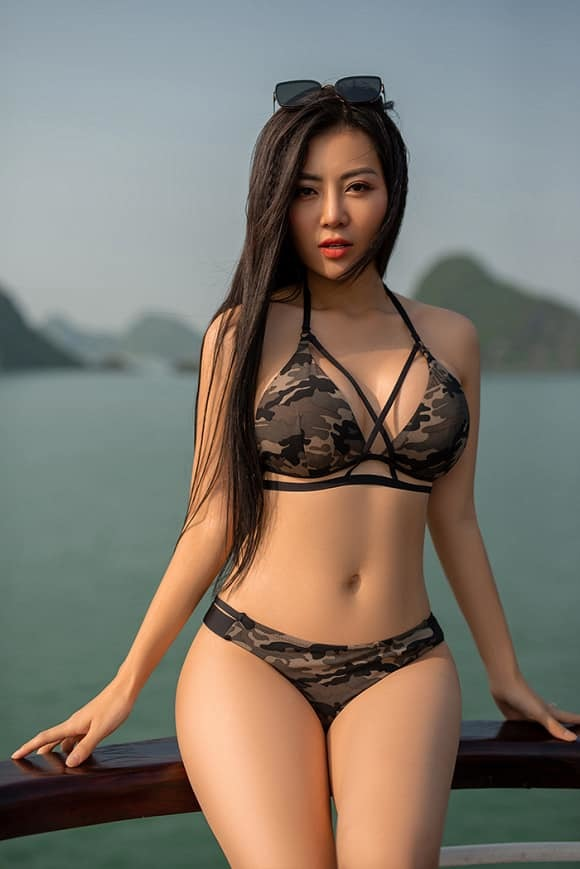 Mùa hè nóng rực với loạt mỹ nhân Việt thi nhau khoe dáng với bikini-1