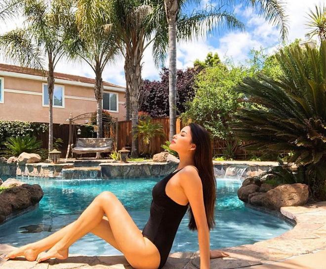 Mùa hè nóng rực với loạt mỹ nhân Việt thi nhau khoe dáng với bikini-3