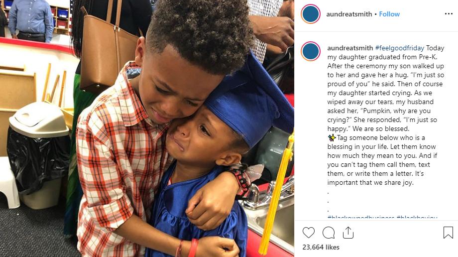 Bức ảnh anh trai ôm em gái trong lễ tốt nghiệp quá đáng yêu nhưng lời tâm sự của người mẹ còn gây xúc động hơn-3