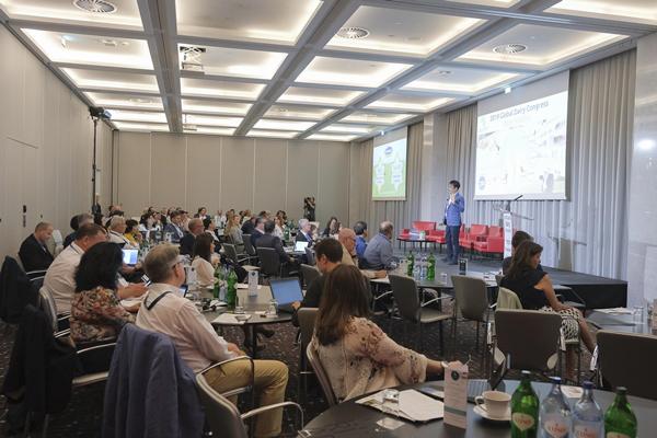 Vinamilk thuyết trình về xu hướng Ogranic tại hội nghị sữa toàn cầu-2