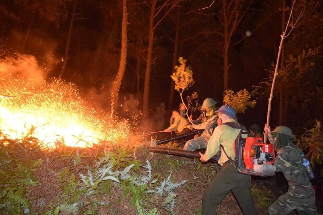 20 tiếng dầm mình trong biển lửa cứu rừng ngùn ngụt cháy ở Hà Tĩnh-2