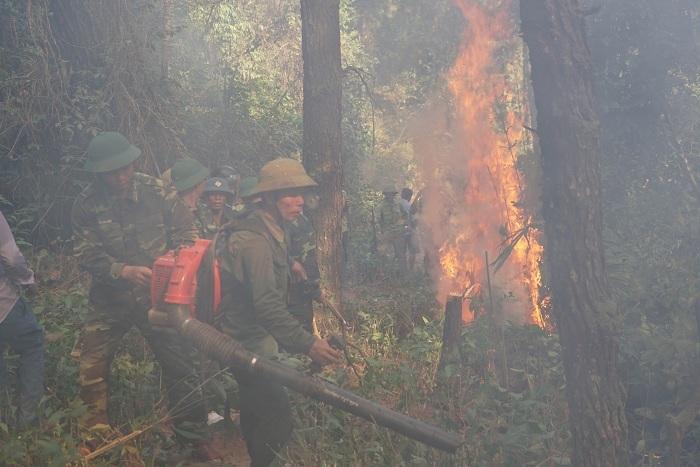 20 tiếng dầm mình trong biển lửa cứu rừng ngùn ngụt cháy ở Hà Tĩnh-7