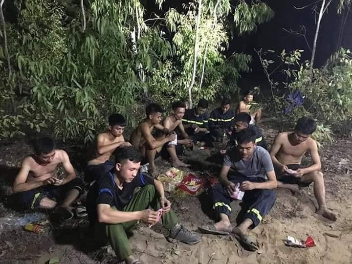 20 tiếng dầm mình trong biển lửa cứu rừng ngùn ngụt cháy ở Hà Tĩnh-15