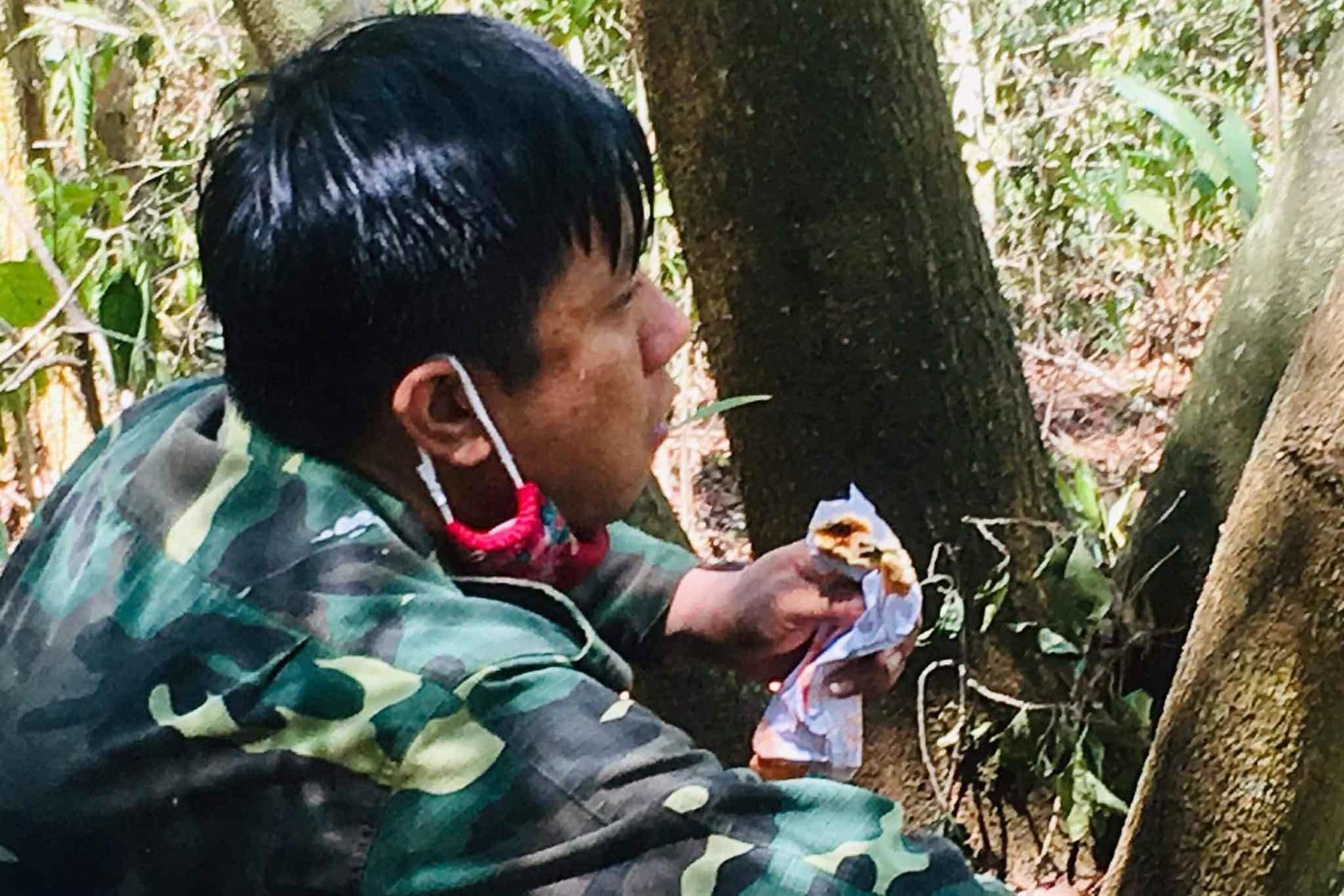 20 tiếng dầm mình trong biển lửa cứu rừng ngùn ngụt cháy ở Hà Tĩnh-17