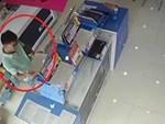 Tông vỡ kính trung tâm thương mại trộm máy ATM-1