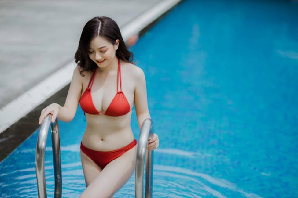 Cô gái mặc áo dài đẹp như Mai Phương Thúy khi diện bikini lại bốc lửa không ngờ-4