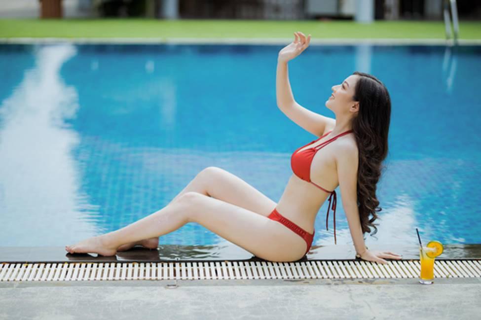 Cô gái mặc áo dài đẹp như Mai Phương Thúy khi diện bikini lại bốc lửa không ngờ-5