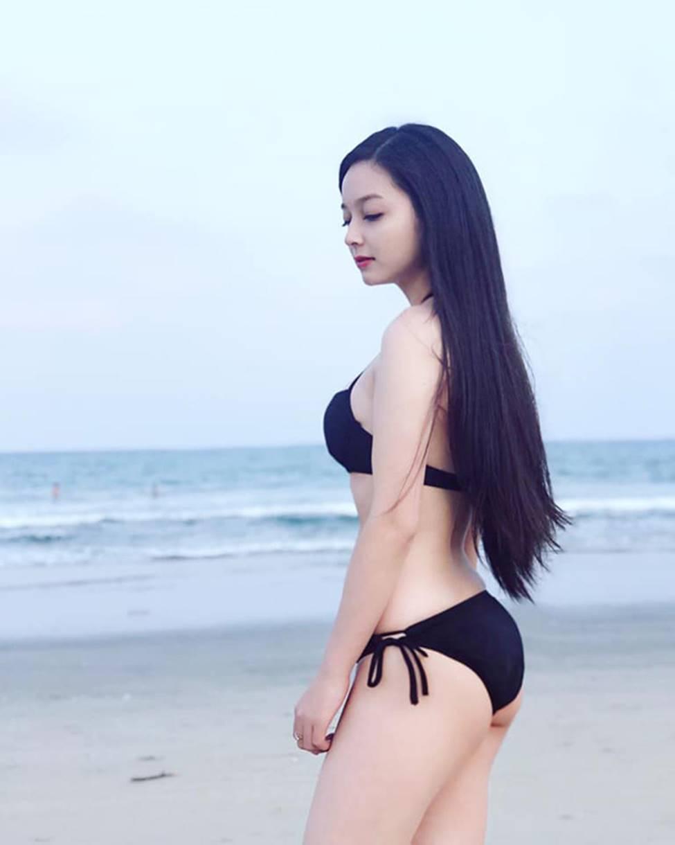 Cô gái mặc áo dài đẹp như Mai Phương Thúy khi diện bikini lại bốc lửa không ngờ-17
