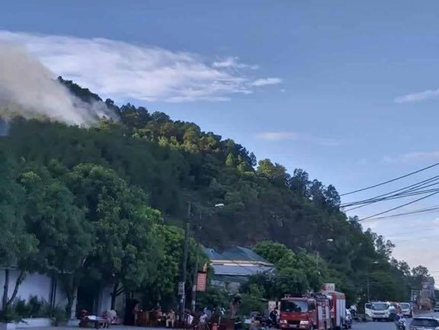 Cháy rừng lớn nhất ở Hà Tĩnh, chặn quốc lộ 1A, nghìn người dập lửa-7