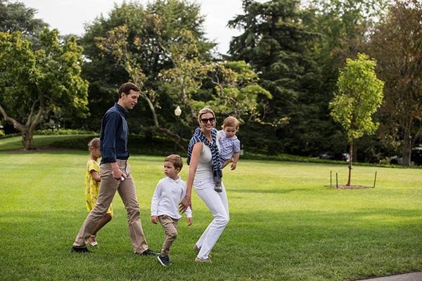 """Sang chảnh, thần thái hút hồn là vậy nhưng Ivanka Trump cũng để lộ khoảnh khắc mẹ bỉm sữa"""" giống như ai khiến người hâm mộ ngỡ ngàng-13"""