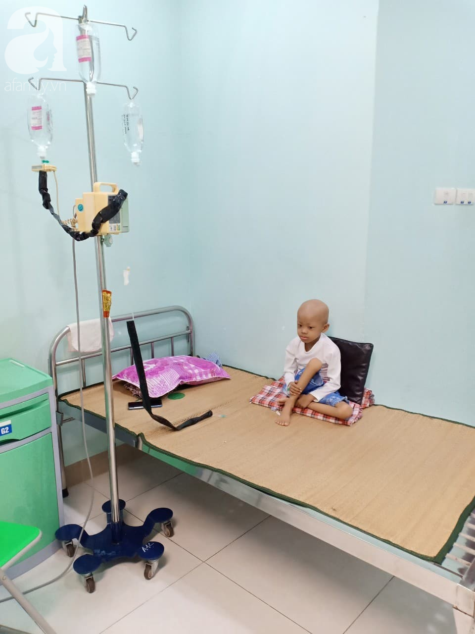 """Câu hỏi nhói lòng của bé gái 7 tuổi chỉ nặng 9kg mắc bệnh u não: Nếu con chết rồi có được gặp cha mẹ nữa không?""""-4"""