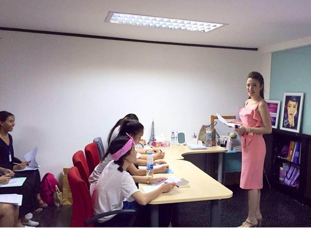 4 nữ giáo viên xinh đẹp, nổi tiếng trên mạng xã hội-5