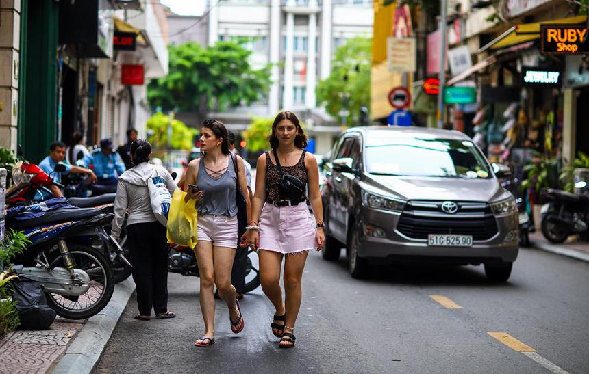 Hơn 1 tỷ đồng/m2 dọc con đường dài 90 m ở Sài Gòn-4
