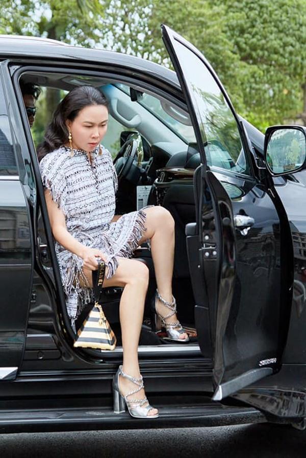 Ngạc nhiên chưa: Cũng có lúc Phượng Chanel ăn mặc không sến sẩm và lạc quẻ đây này!-1