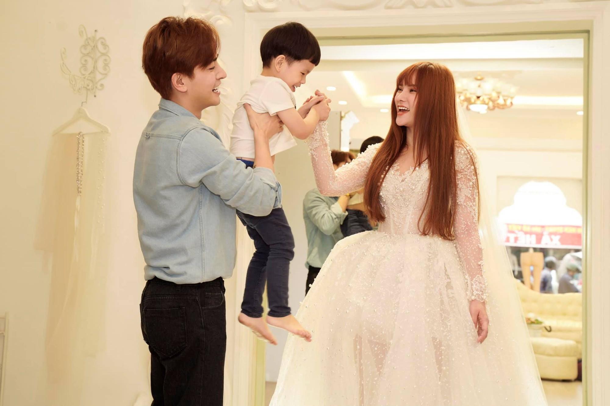Thu Thủy cùng tình trẻ đi thử đồ cưới, đưa ra câu trả lời rõ ràng về thông tin cưới chạy bầu-5