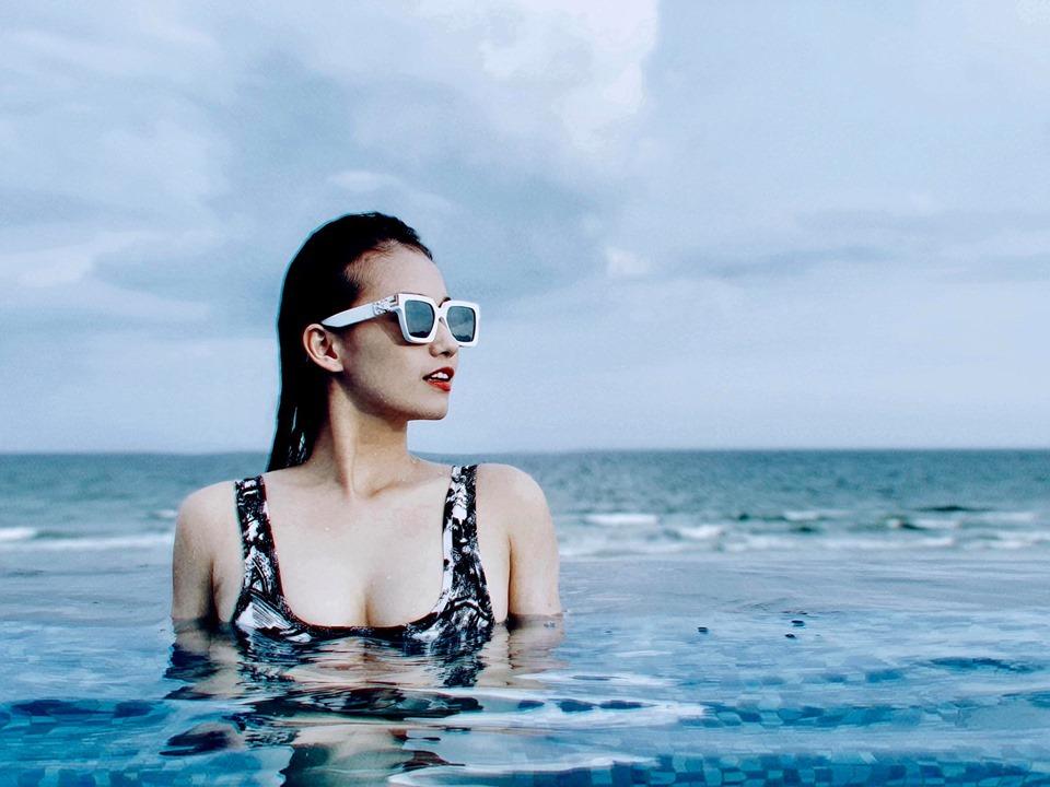 Hội bạn thân chăm diện bikini khoe ba vòng nóng bỏng nhất showbiz Việt-1