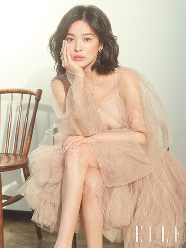 Đụng váy Dior: Song Hye Kyo thần thái xuất hiện trên tạp chí khi mới lục đục hôn nhân, Diễm My 9x kém sắc hơn hẳn-1