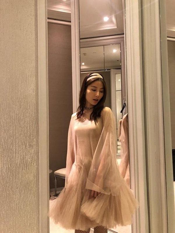 Đụng váy Dior: Song Hye Kyo thần thái xuất hiện trên tạp chí khi mới lục đục hôn nhân, Diễm My 9x kém sắc hơn hẳn-3