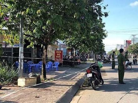 Không 'bo' cho tiếp viên karaoke, một người bị đánh tử vong