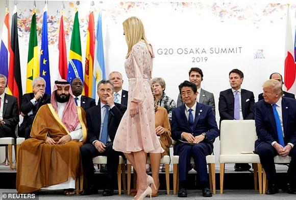 Khoảnh khắc Ivanka Trump khiến các nhà lãnh đạo thế giới ngước nhìn không rời mắt gây sốt mạng xã hội-2