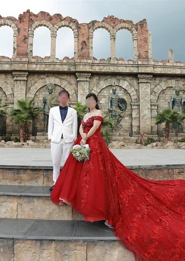 Người chồng bội bạc, đuổi vợ con ra khỏi nhà, xong còn vội làm đám cưới linh đình với bồ nhí khiến CĐM phẫn nộ-4