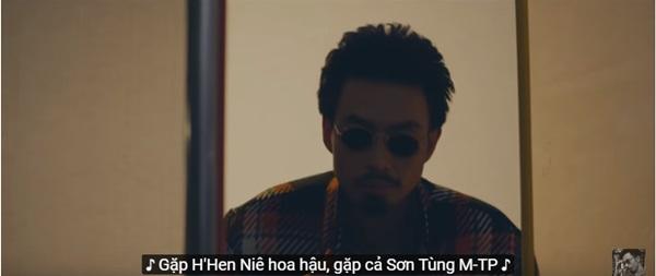 Dân mạng nhanh chóng tìm ra danh tính anh áo vàng bí ẩn trong MV của Sơn Tùng, chẳng ai xa lạ mà là...-7