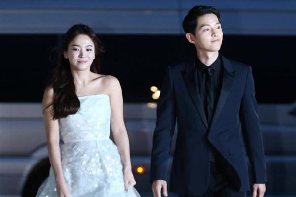 Chuyện không ai ngờ: Cả thế giới dậy sóng vì tin ly hôn, Song Hye Kyo lại âm thầm đi xem ảnh Song Joong Ki-2