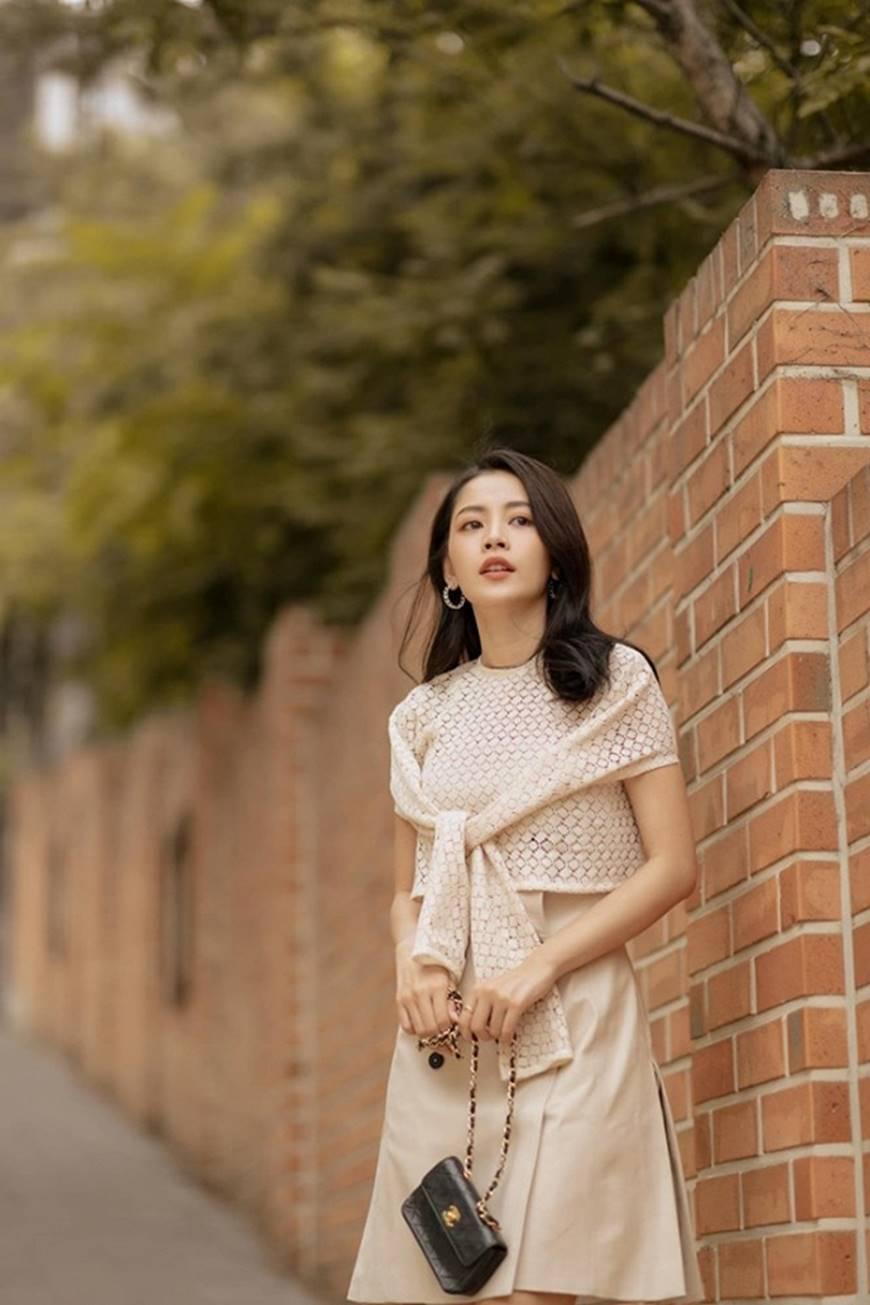 Diện trang phục như cô nàng công sở, Chi Pu cũng đẹp hết phần thiên hạ-1