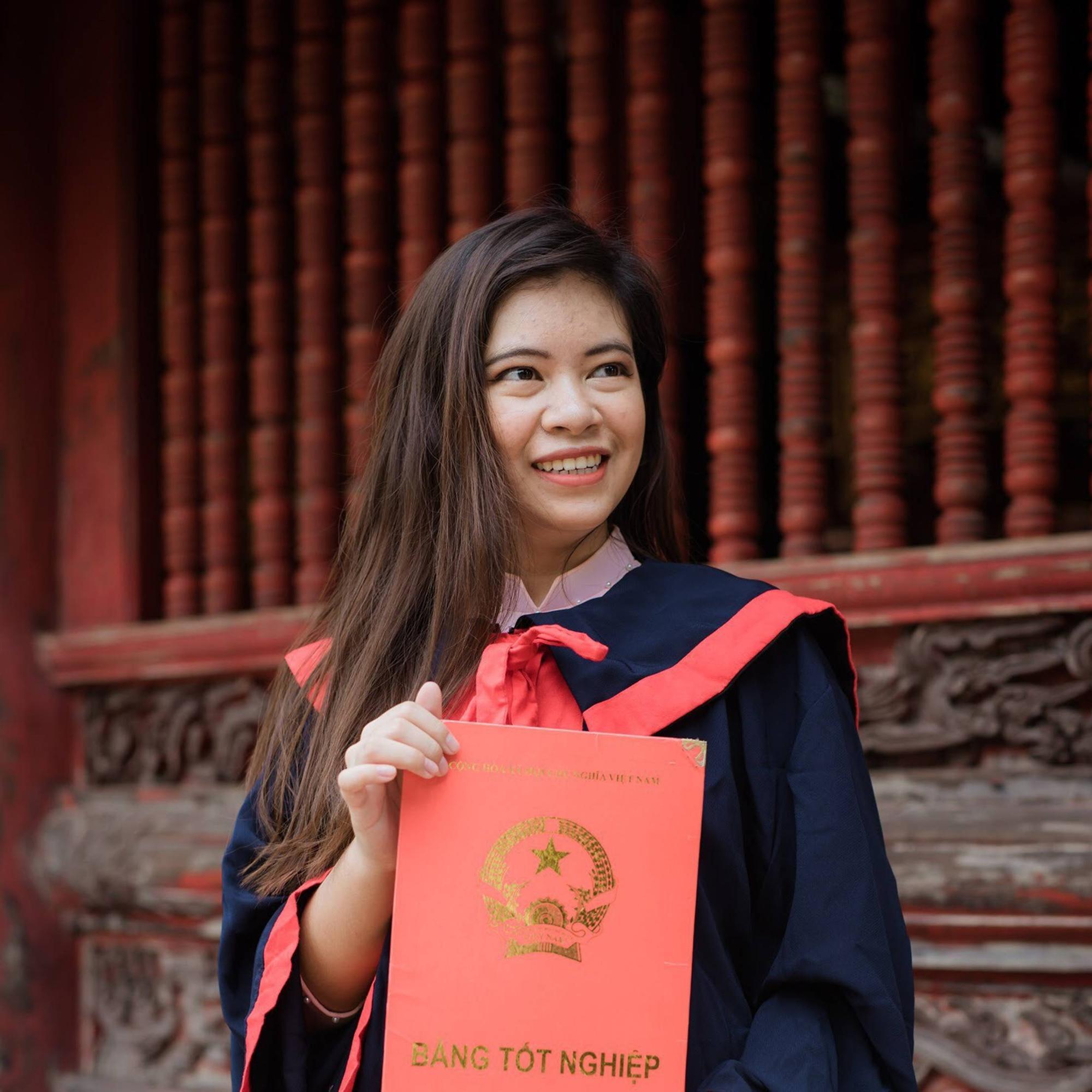 Nữ sinh người Thái tốt nghiệp thủ khoa trường Nhân văn với điểm 3.92/4: Điều mình shock nhất ở Việt Nam là quá nhiều xe máy và tiếng còi inh ỏi-1
