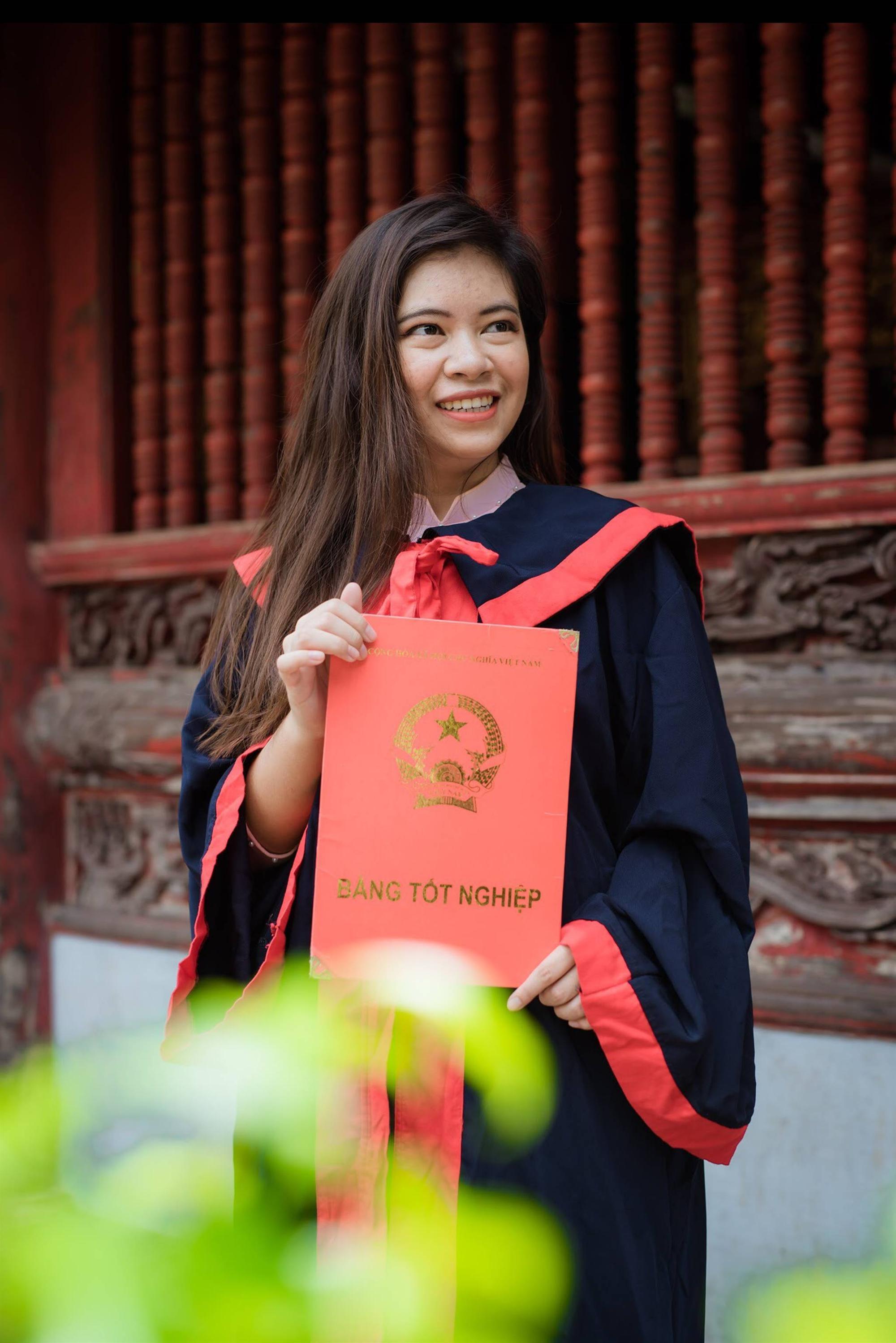 Nữ sinh người Thái tốt nghiệp thủ khoa trường Nhân văn với điểm 3.92/4: Điều mình shock nhất ở Việt Nam là quá nhiều xe máy và tiếng còi inh ỏi-2