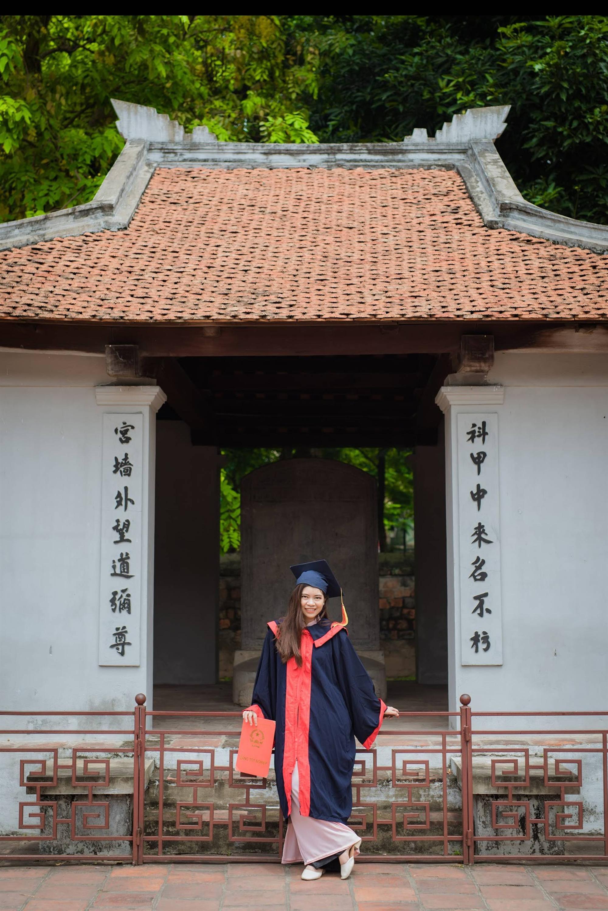 Nữ sinh người Thái tốt nghiệp thủ khoa trường Nhân văn với điểm 3.92/4: Điều mình shock nhất ở Việt Nam là quá nhiều xe máy và tiếng còi inh ỏi-5
