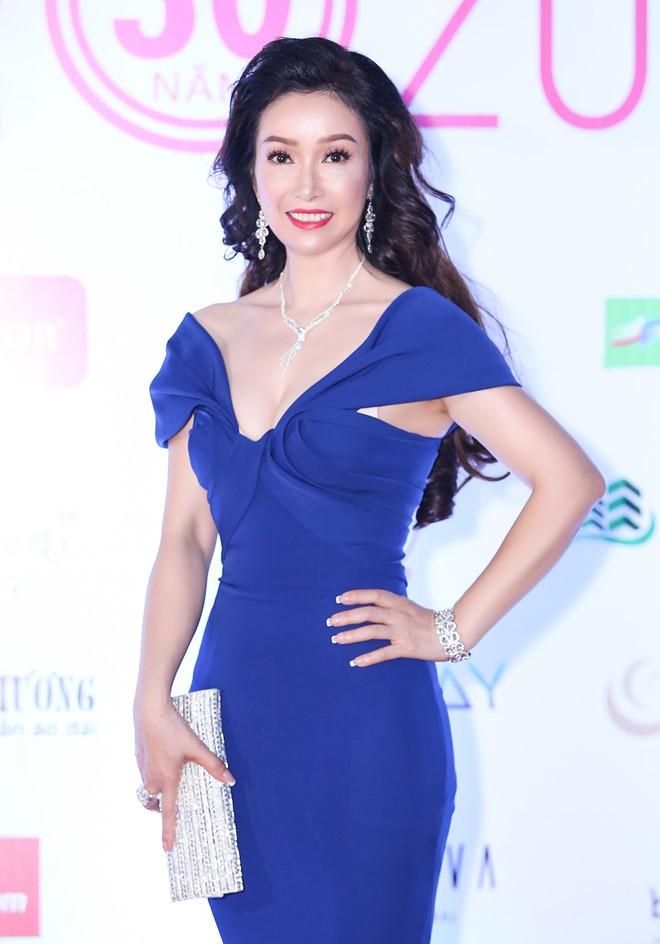 Hoa hậu cao 1m57: Đi khắp 5 châu để cuối cùng chọn một người đàn ông thuần Việt, sống cuộc đời bình thường tối tối nấu cơm phục vụ chồng con-7