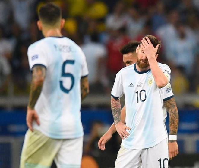 Bằng chứng Messi kém xa Ronaldo về tố chất thủ lĩnh-2
