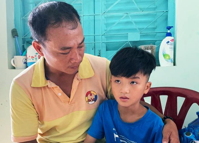 Xúc động người cha ở Sài Gòn ôm con khóc trong hạnh phúc sau hơn 4 tháng tìm kiếm mỏi mòn-5