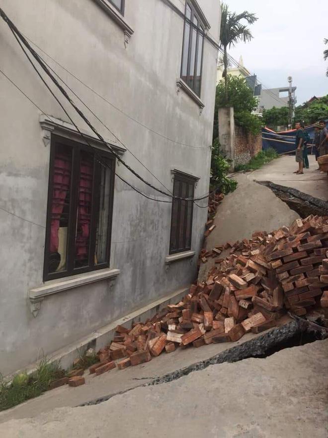 Hà Nội: Bí ẩn căn nhà 2 tầng khang trang xây gần 1 tỷ bị lún sâu 4 mét-2