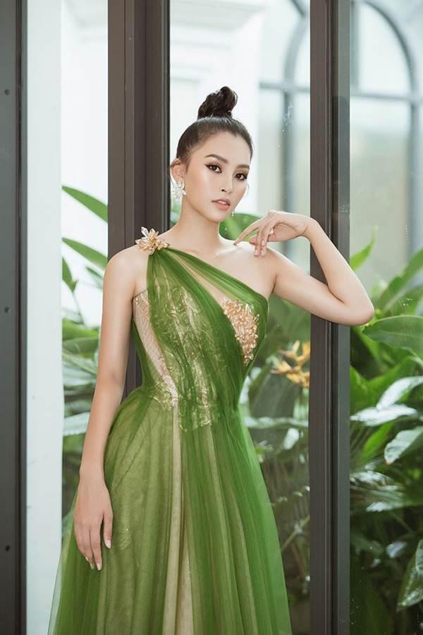 Hoa hậu Tiểu Vy diện đầm lệch vai cực xinh đẹp và quyến rũ-2