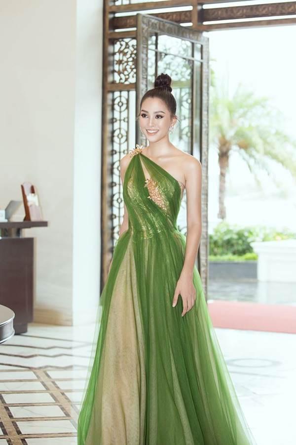 Hoa hậu Tiểu Vy diện đầm lệch vai cực xinh đẹp và quyến rũ-5