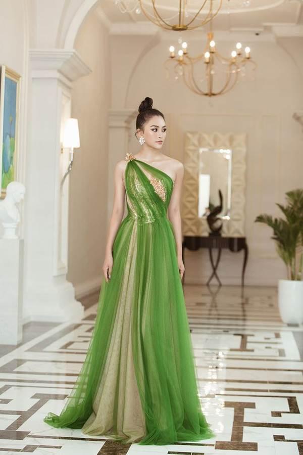 Hoa hậu Tiểu Vy diện đầm lệch vai cực xinh đẹp và quyến rũ-6