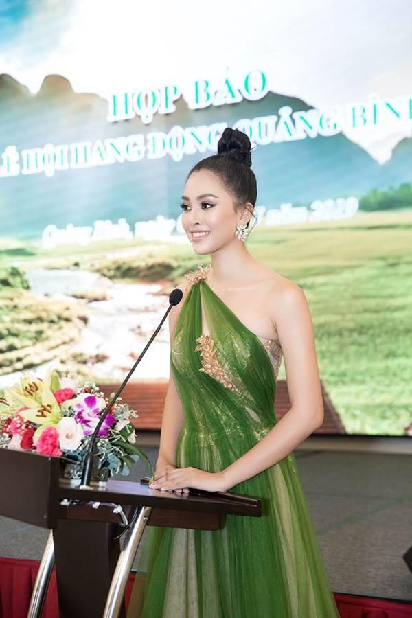 Hoa hậu Tiểu Vy diện đầm lệch vai cực xinh đẹp và quyến rũ-7