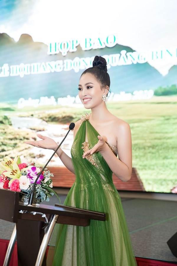 Hoa hậu Tiểu Vy diện đầm lệch vai cực xinh đẹp và quyến rũ-8