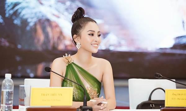 Hoa hậu Tiểu Vy diện đầm lệch vai cực xinh đẹp và quyến rũ-9