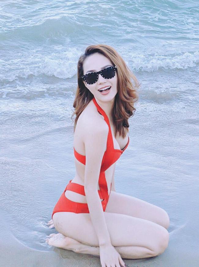Áo tắm gắt nhất showbiz Việt: Bé xíu bằng bàn tay, cắt xẻ tứ bề...-11