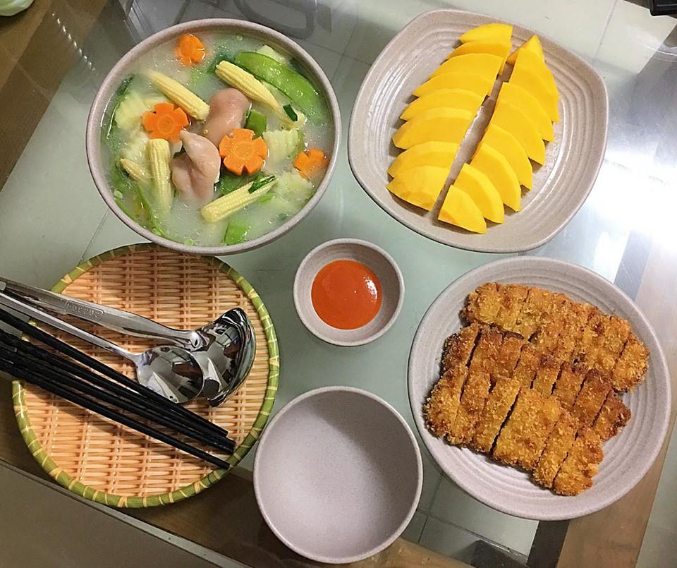 9x Hà Nội khiến MXH phát sốt vì 30 mâm cơm đẹp xuất sắc, chỉn chu đến từng cọng rau miếng thịt-15
