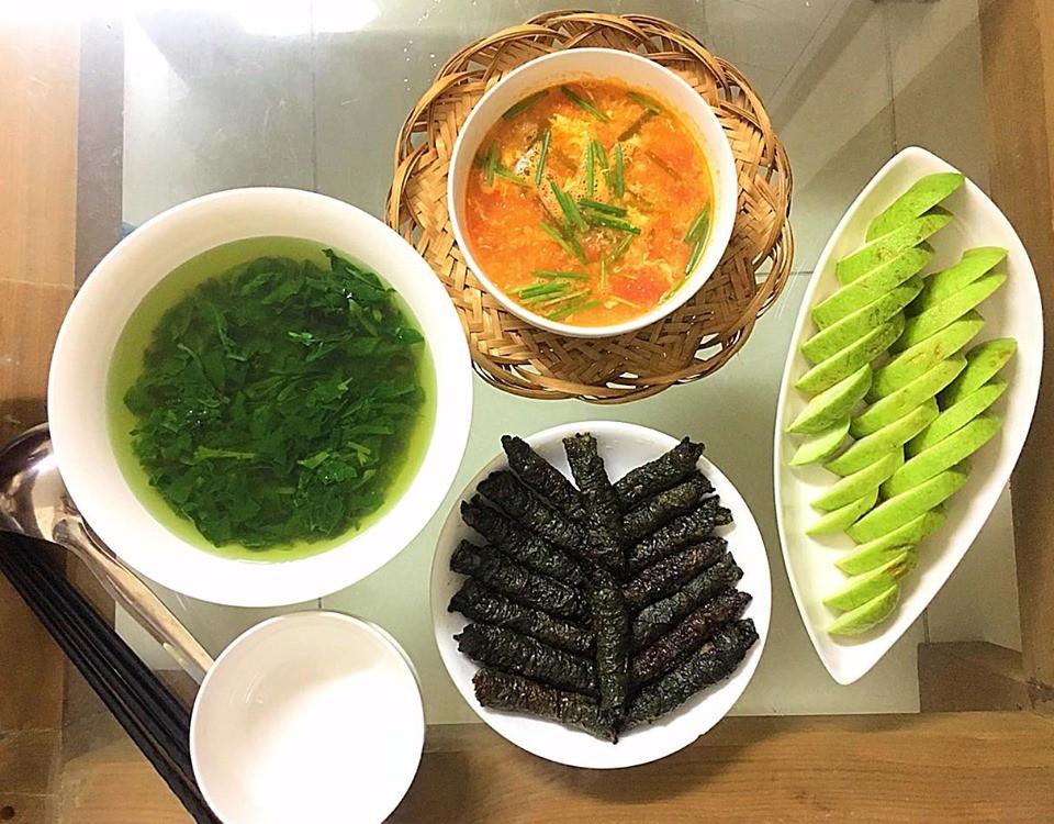9x Hà Nội khiến MXH phát sốt vì 30 mâm cơm đẹp xuất sắc, chỉn chu đến từng cọng rau miếng thịt-17